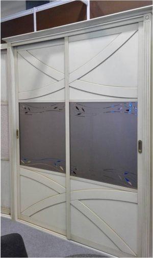 Классический шкаф купе с эксклюзивным декором Благовещенск