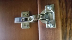 Петля для распашной двери с доводчиком Благовещенск