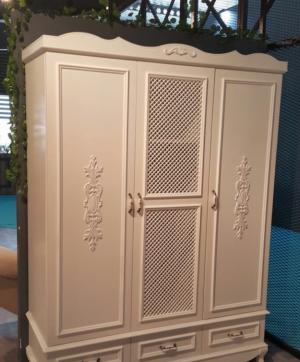 Распашные двери с декоративными накладками Благовещенск